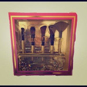 Juicy Couture 5 piece brush set & cosmetic case
